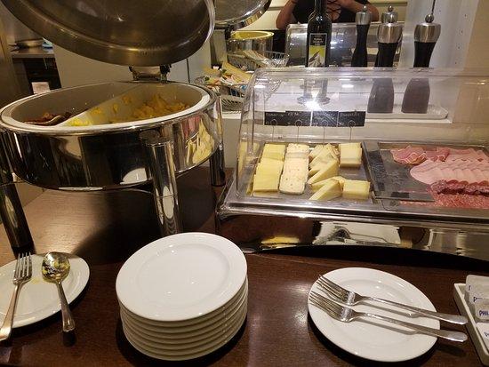 Hotel Helmhaus: Free Breakfast