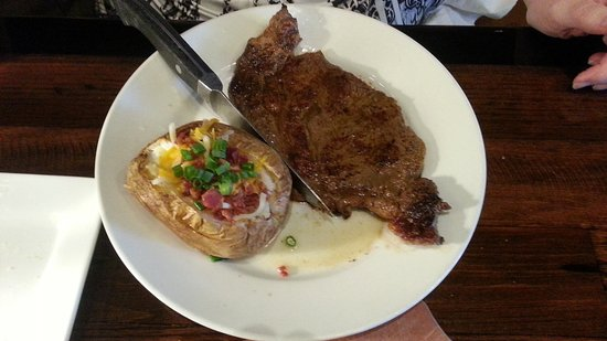 ‪‪Midvale‬, ‪Utah‬: My wife's 12 oz. ribeye and loaded baked potato‬