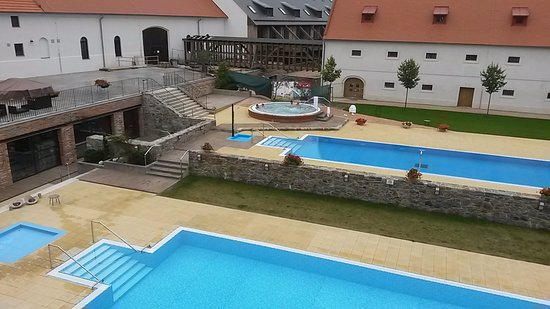 Hrotovice, Czech Republic: Nádvoří s bazény