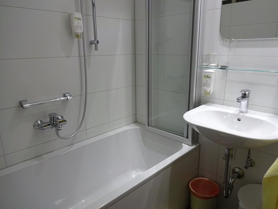 Hotel Brunner: Not certain if all rooms have bathtub. I requested it.