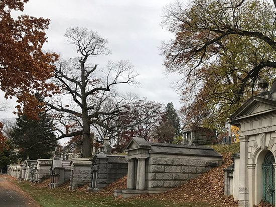 Woodlawn Cemetery: Tombs