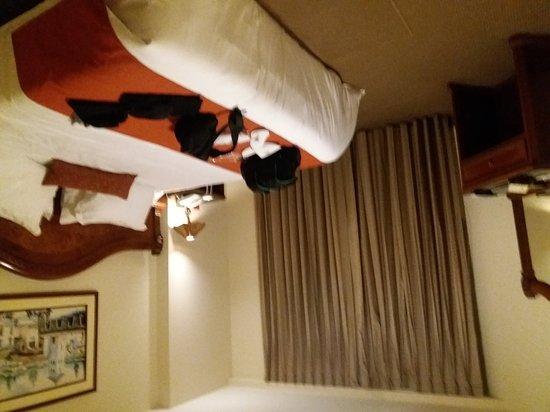 Miraflores Colon  Hotel: 20161121_193913_large.jpg