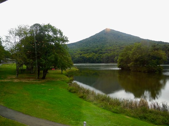 Bedford, VA: A walk around the lake.