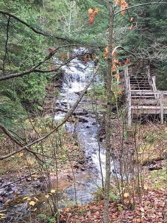 Wagner Falls: Falls and stairs to viewing platform