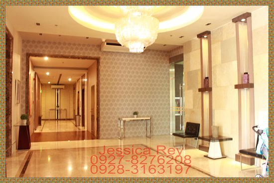 Cainta, Filipiny: Monte Carlo Tower at Sta Lucia Residenze Lobby