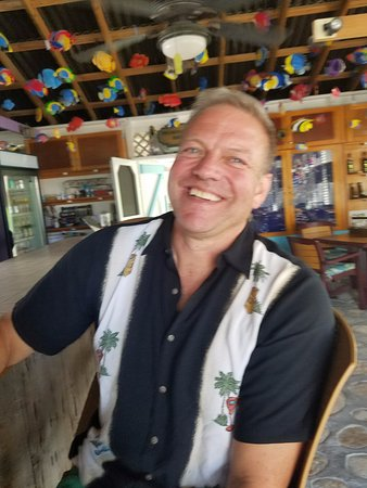 Salt Cay: Chillin' at the bar