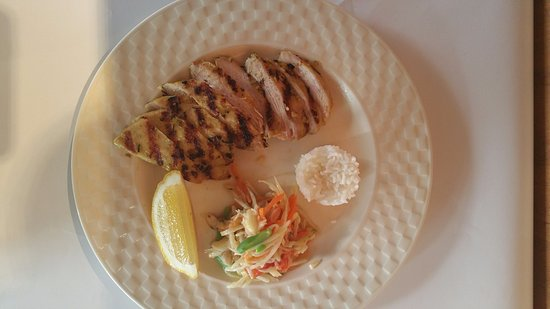 Frankston, Australia: BBQ herbal chicken with green papaya salad