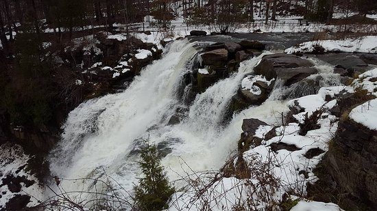 Cazenovia, NY: pic of falls from the top (before we went down the trail)