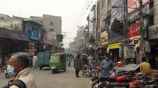 Sunday morning picture of anarkali bazaar lahore for Bano bazar anarkali lahore