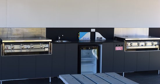 Nambucca Heads, Australië: Camp kitchen with plenty of seating