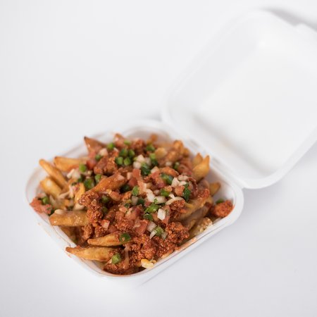 Taber, Canadá: Loaded Poutine. Choice of Taco meat or Chile Colorado meat. Topped with Salsa.
