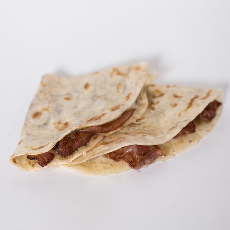 Taber, Canadá: Bacon Quesadilla. Flour Tortilla with 3 slices of bacon and cheese.