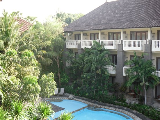 Hotel Kumala Pantai: The view of the pool from the 3rd floor Subali block.