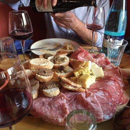 Antica Osteria di Montecarelli: Si mangia proprio bene, in un contesto quasi famigliare e fuori dal tempo.