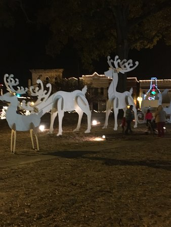 Canton, MS: The Christmas Lights on the courthouse square are absolutely breathtaking! Activities for childr