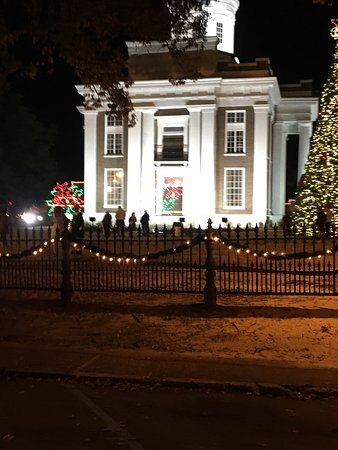 Canton, Миссисипи: The Christmas Lights on the courthouse square are absolutely breathtaking! Activities for childr