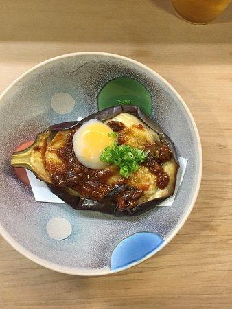 Kakogawa, Japan: すし操さんのお勧めはトロ。安くて美味しいのは叔父様独自のルートがあるからとか。 色んなバブル時代の話を肴にお酒が進みます。リーズナブルな日常寿司。加古川駅前でお寿司といえば、ここを推します。ご