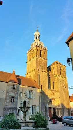 Le clocher de Saulieu