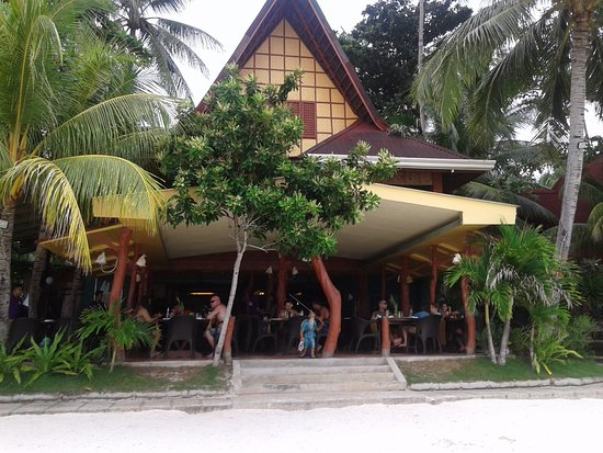 Alona Tropical Beach Resort Picture