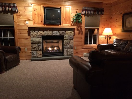 Reeders, Pensilvania: Warm and inviting living room in our cabin