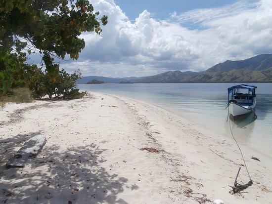 Cibal, Indonesia: Venez prendre un bai de soleil sur des plages paradisiaque avec Cafe Rico Rico