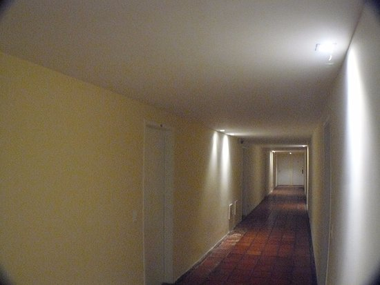 Buzios Beach International Apart Hotel: Corredot dentro dos blocos de aptos