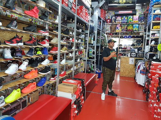 Black Market Sneakershop