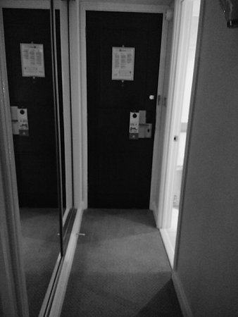 Holiday Inn London Mayfair: IMG_20161129_071740_large.jpg