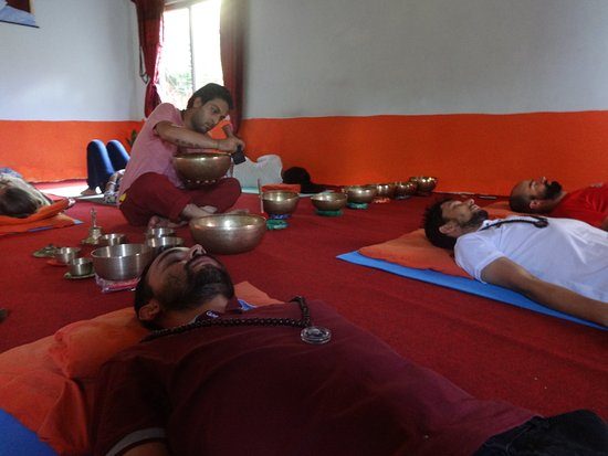 Popular Singing Bowl Sound Healing therapy at Osho Divine Zone In 2018 - Minimalist sound healing Photo
