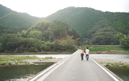 Shimanto, Japan: 路面上的情侶