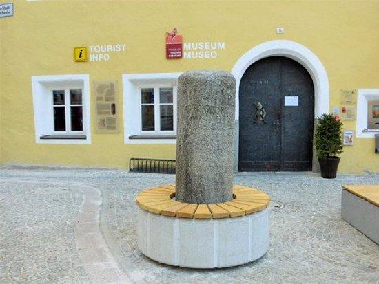 San Lorenzo di Sebato, อิตาลี: мильный столб