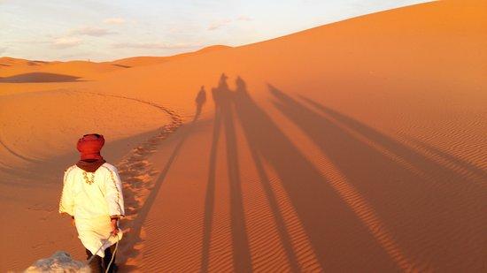 Guest House Merzouga: Camel ride to desert