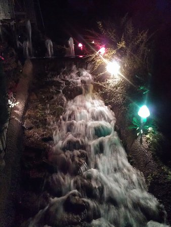 Yellow Springs, OH: Waterfall on the mini-golf course