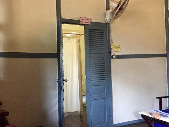 Lao Red Cross Sauna and Massage : treatment room
