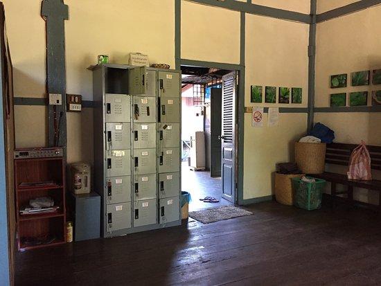Lao Red Cross Sauna and Massage : locker for tourist