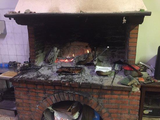 Brisighella, Italia: Il camino dove cuoce la carne e il caffe