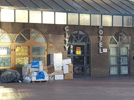 M & A City Hotel Hildesheim: Eingang zum Hotel und Appartements