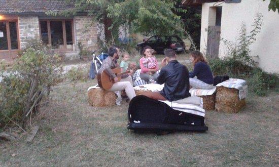 Luco Mugello, Italy: Il nostro giardino in estate: momenti di relax!