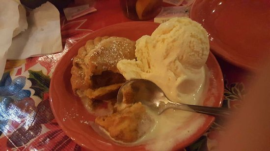 Mesilla, Nuevo Mexico: Pumpkin Empanada w/vanilla ice cream