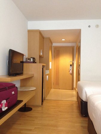 Maple Hotel: 房間內部一