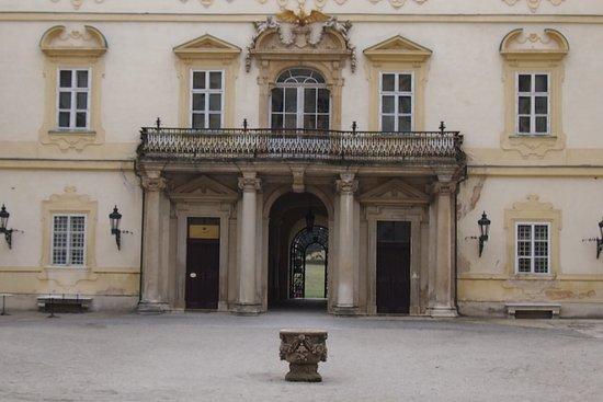Valtice, جمهورية التشيك: Durchgang in den Park