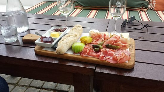 Constantia, แอฟริกาใต้: A modest tasting platter to accompany the excellent wine tasting