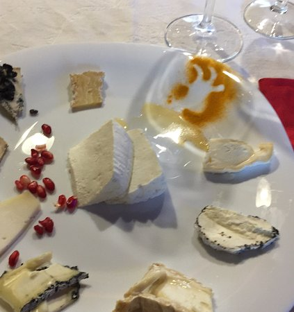 Wine Link Italy: Goat cheese tasting.