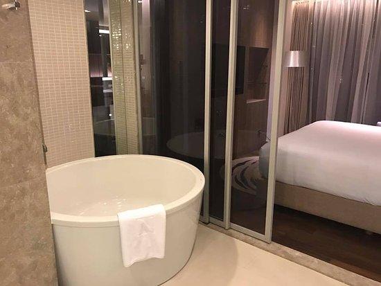 早餐環境是他的特色,房間浴室很大
