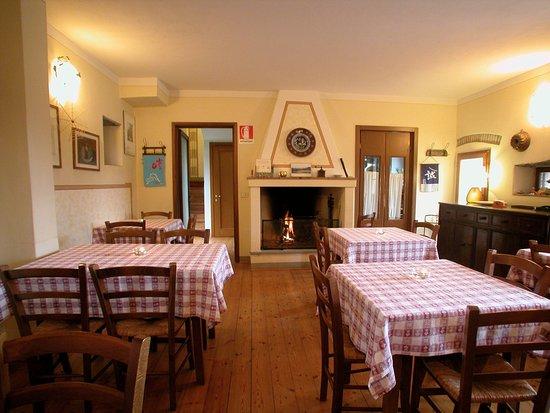 Borgo San Lorenzo, Italia: La nostra sala da pranzo con camino