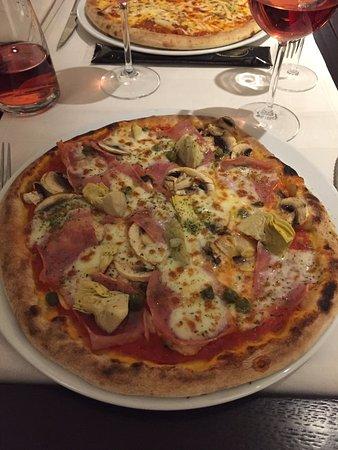 La vita e bella : Pizza quatro stagionni