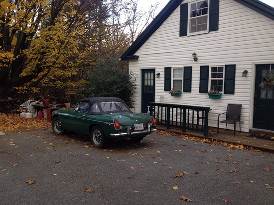 Stanley, VA: Car parked outside our cottage which left us little room to park