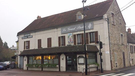 Le Coudray Montceaux, Γαλλία: Façade de l'établissement.