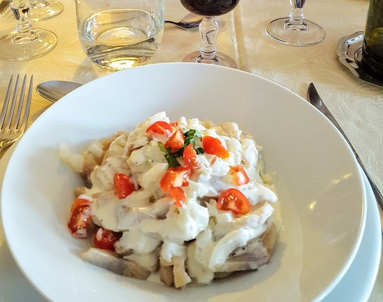Dourgne, Francia: Filets de harengs aux pommes de terre chaudes sauce graines de moutarde : SUCCULENT