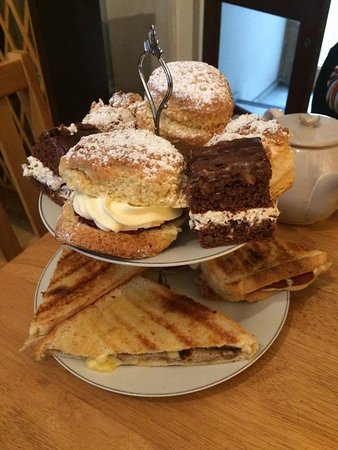 Ella's Yummy Delights: Afternoon tea for two!